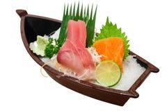 Sushi japonais de sashimi réglés sur le bateau de sushi Photo libre de droits