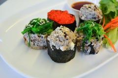 Sushi japonais traditionnels de nourriture Photos stock