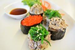 Sushi japonais traditionnels de nourriture Photo stock