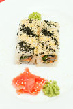 Sushi japonais traditionnels de nourriture Sushi japonais de plan rapproché sur un whi Photo stock