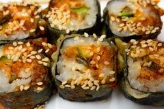 Sushi japonais traditionnels de nourriture Sushi japonais de plan rapproché sur un whi Photographie stock libre de droits