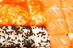 Sushi japonais traditionnels de nourriture Sushi japonais de plan rapproché sur un whi Image libre de droits
