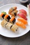 Sushi japonais traditionnels réglés du plat photo libre de droits