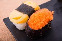 Sushi lax, räkaägg, Tamagoyaki, Ebiko, Ebi Nigiri Arkivbild