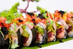 Sushi maki rollen oben nah Lizenzfreies Stockfoto