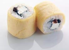 Sushi med omelett Fotografering för Bildbyråer