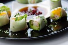 Sushi med sallad royaltyfri foto