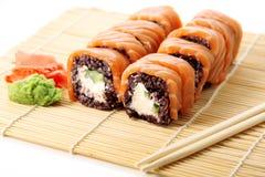 Sushi med svarta ris Fotografering för Bildbyråer