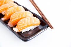 Sushi med vit bakgrund Arkivbilder