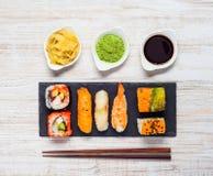 Sushi med wasabi och ingefära Arkivfoto