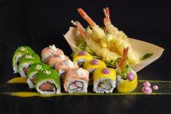 Sushi messi con Immagine Stock