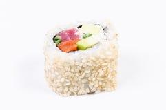 Sushi met avocado en vissen Stock Foto