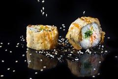 Sushi met bovenste laagjes Stock Foto
