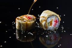 Sushi met bovenste laagjes Royalty-vrije Stock Afbeeldingen