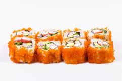 Sushi met krabvlees, avocado en rode kaviaar Stock Afbeeldingen