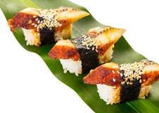 Sushi mit Aal auf einem Blatt Stockbild