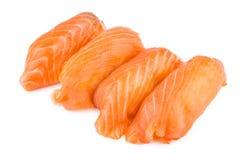 Sushi mit den Lachsen lokalisiert auf Weiß Lizenzfreie Stockbilder