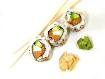 Sushi mit Ess-Stäbchen Stockfotos