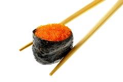 Sushi mit fying Fischkaviar Lizenzfreie Stockfotografie