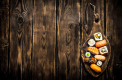 Sushi mit Garnele, Aal und geräuchertem Lachs Lizenzfreies Stockbild