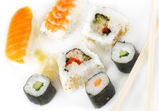 Sushi mit Kalifornien Rolls Stockfoto