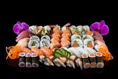 Sushi mit Orchidee Stockfoto