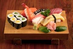 Sushi na placa de madeira Foto de Stock Royalty Free