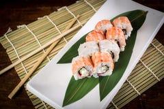 Sushi na tabela de madeira Imagem de Stock