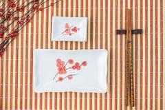 Sushi na tabela, Natal listrado do fundo Fotografia de Stock