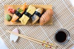 Sushi noirs assortis Photos stock