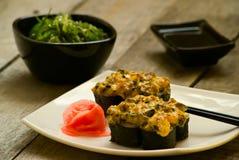 Sushi- och chukahavsväxtsallad med soya royaltyfri foto
