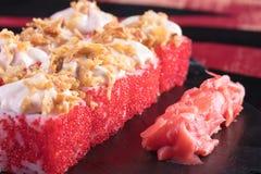 Sushi och drevkarlar och räkor Japansk mat och skaldjur på restaurangen Japansk kokkonst Arkivfoton