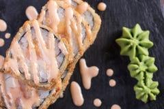 Sushi och drevkarlar och räkor Japansk mat och skaldjur på restaurangen Japansk kokkonst Fotografering för Bildbyråer
