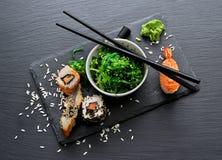Sushi och sallad Royaltyfria Bilder
