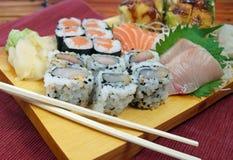 Sushi- och Sashimiplatta Arkivfoto