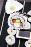 Sushi och sticks. Closeupsammansättning Royaltyfri Fotografi
