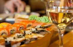 Sushi och wine Royaltyfri Foto