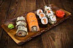 Sushi op houten lijst Royalty-vrije Stock Afbeelding