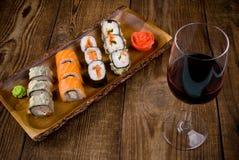 Sushi op houten lijst Stock Foto
