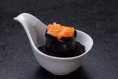 Sushi op houten lijst Royalty-vrije Stock Foto