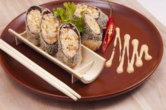 Sushi op kleischotel Royalty-vrije Stock Fotografie