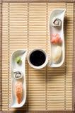 Sushi op witte plaat Royalty-vrije Stock Foto