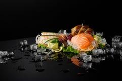 Sushi op zwarte achtergrond royalty-vrije stock foto's