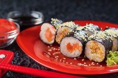 Sushi på en plätera Fotografering för Bildbyråer