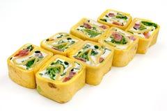 Sushi, petit pain, sushi japonais de fruits de mer, petit pain sur un fond blanc Images stock