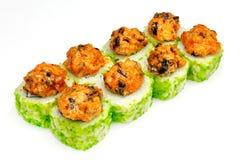 Sushi, petit pain, sushi japonais de fruits de mer, petit pain sur un fond blanc Photos stock
