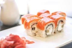 Sushi philadelphia rulle, japanskt kök, japansk mat Royaltyfria Bilder