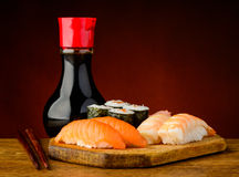 Sushi plate and soy sauce Royalty Free Stock Photography