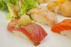 SUSHI, populäres japanisches Lebensmittel Stockfotos