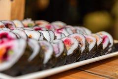 Sushi richten an einem Ereignis an lizenzfreies stockfoto
